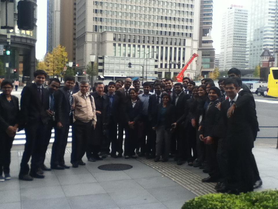 2015年12月 IIMB学生 東京駅前